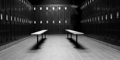 08-locker-room-empty-black-and-white-gym